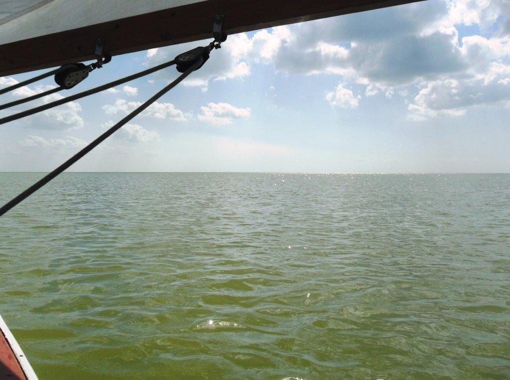 В море, под облаками, август, под парусом... 039. 001