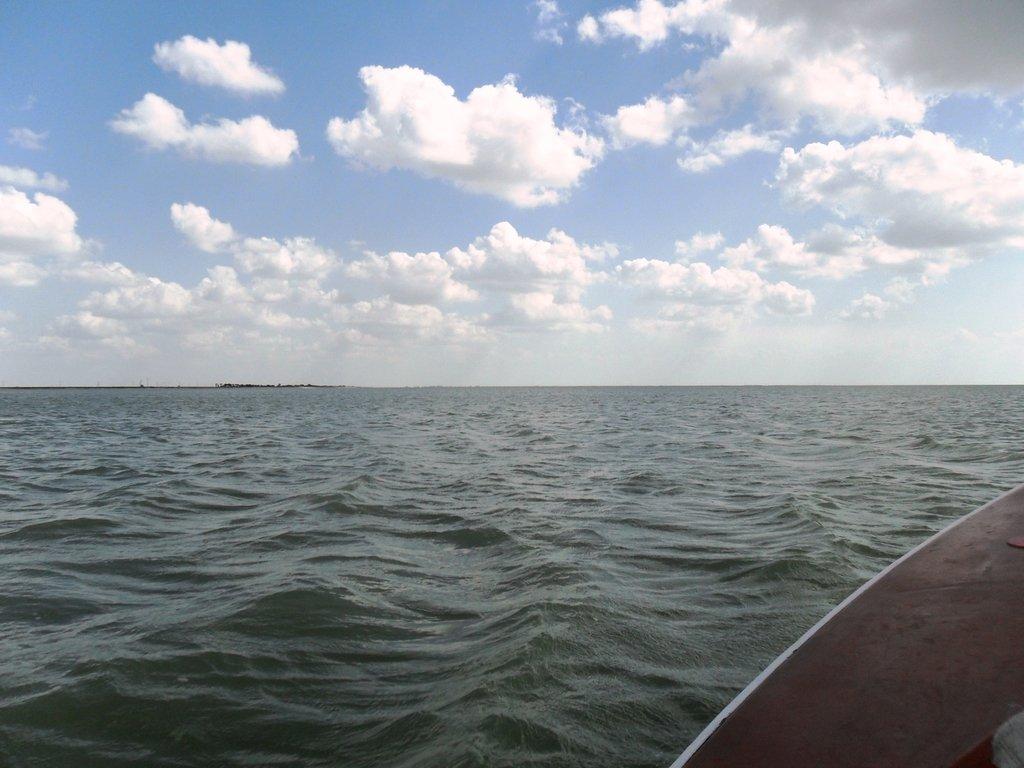 В море, под облаками, август, под парусом... 039. 002