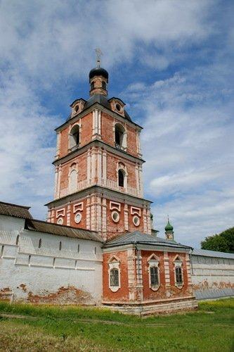 Колокольня с церковью Богоявления Господня в Горицком Успенском монастыре