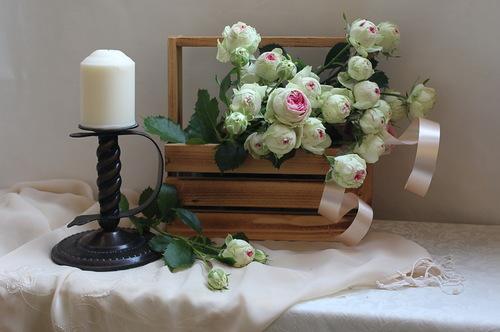 композиция с белыми розами