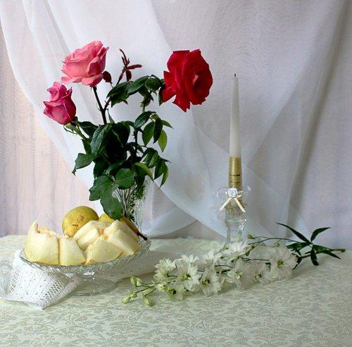 композиция с розами и дыней