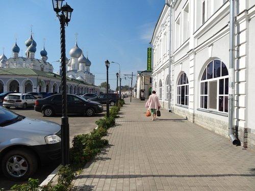Ростов Великий. Видны купола Ростовского кремля
