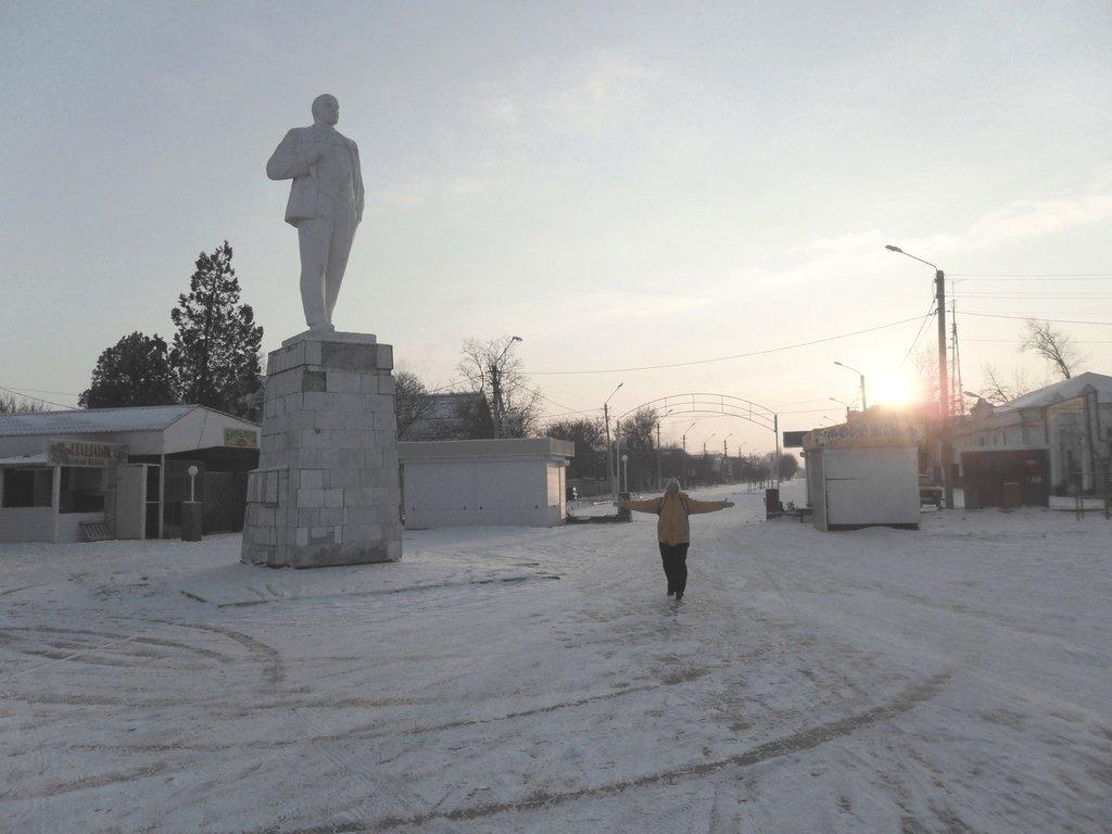 Перед выходом на лёд, туристы в походе... Город в снегу, февраль... 001. 001. 009