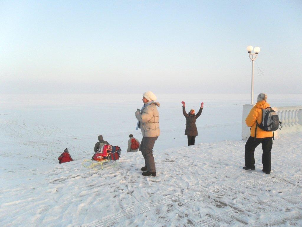 Перед выходом на лёд, туристы в походе... Город в снегу, февраль... 001. 001. 010