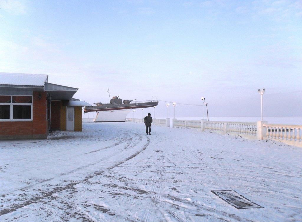 Перед выходом на лёд, туристы в походе... Город в снегу, февраль... 001. 001. 008