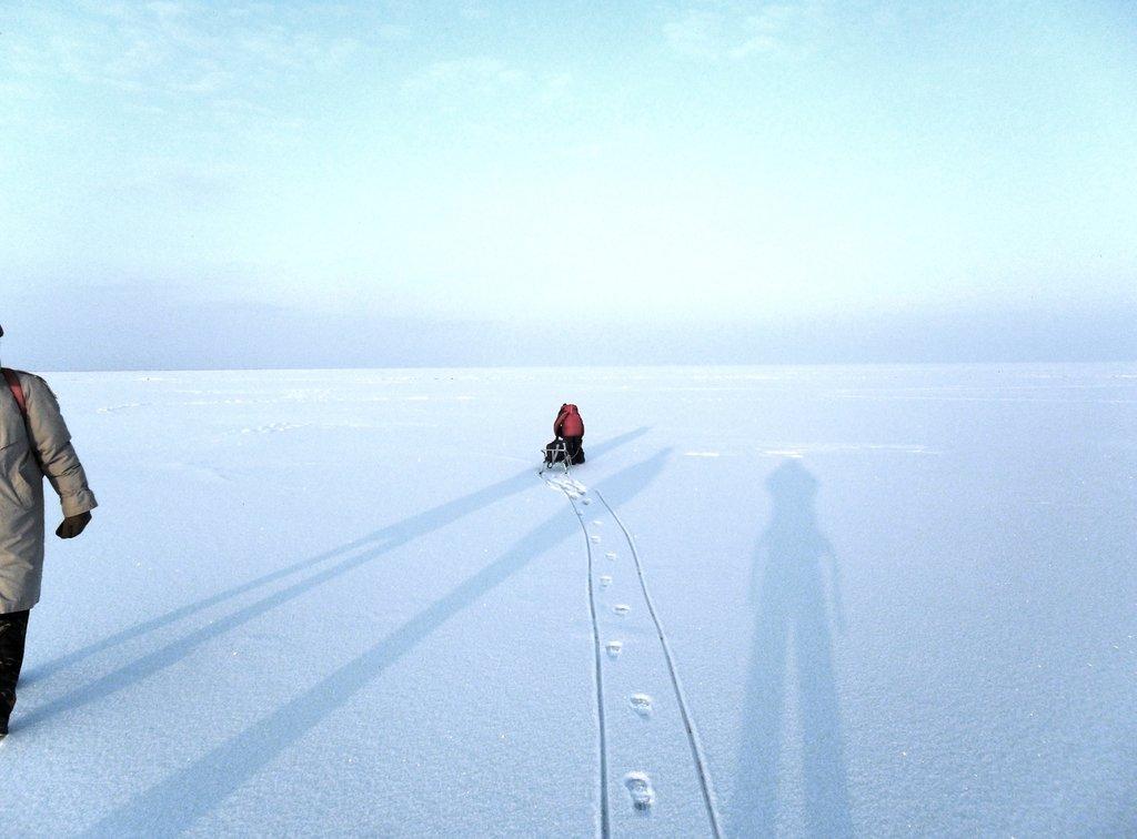 Перед выходом на лёд, туристы в походе... Город в снегу, февраль... 001. 001. 012