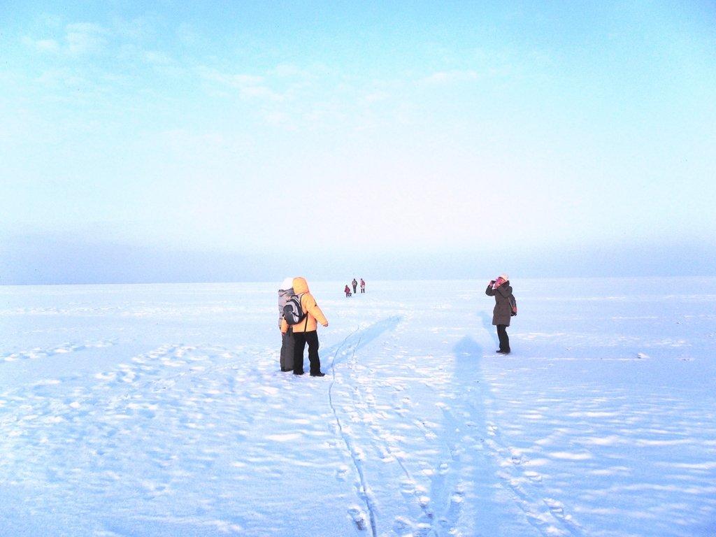 Перед выходом на лёд, туристы в походе... Город в снегу, февраль... 001. 001. 011