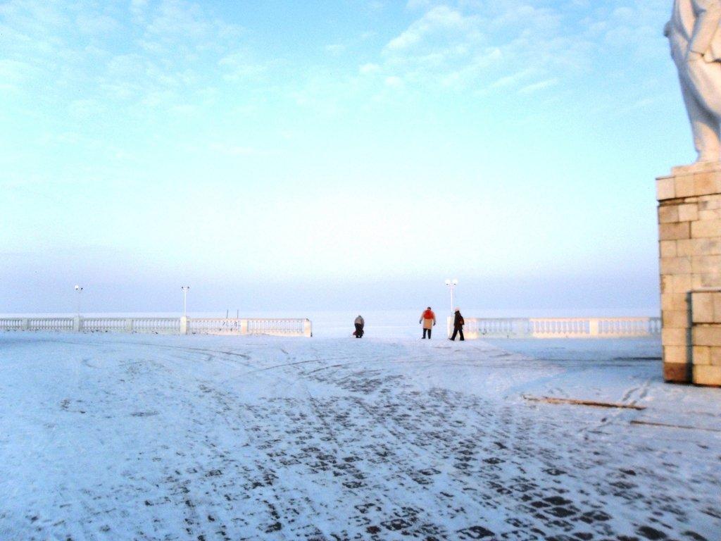 Перед выходом на лёд, туристы в походе... Город в снегу, февраль... 001. 001. 007