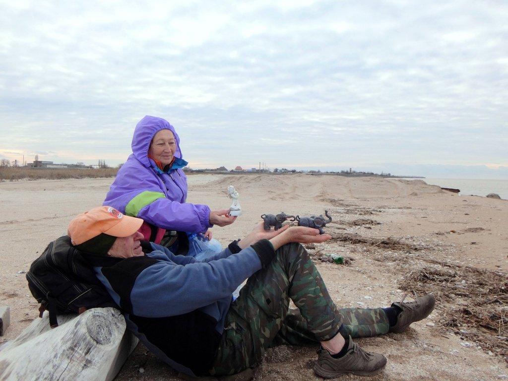 У моря Азовского, в походе, декабрь, ... и слоники... 002. 004