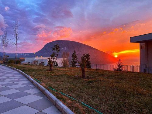 Гора Аю-Даг на рассвете.