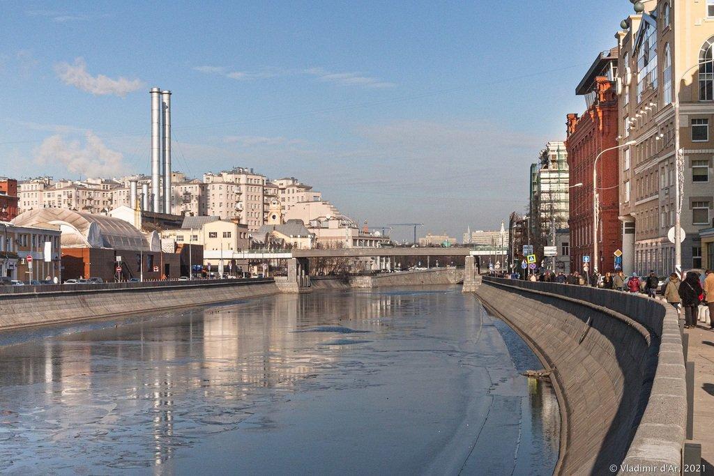 Патриарший мост на Водоотводном канале