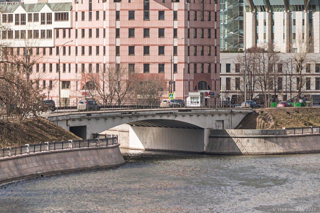 Шлюзовой мост