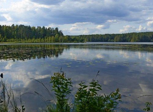 Озеро с облаками