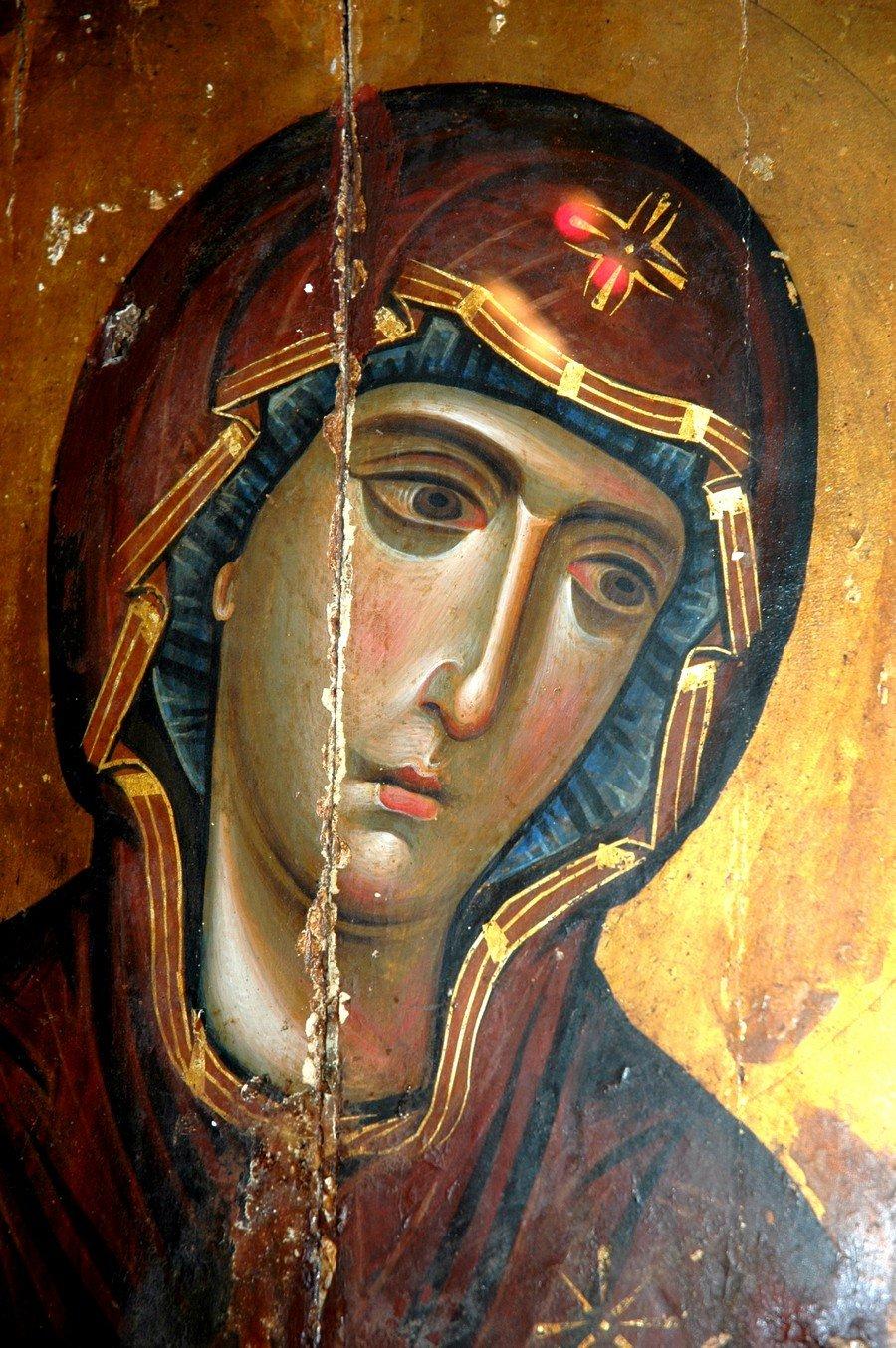 Пресвятая Богородица. Византийская икона начала XIII века. Монастырь Святой Екатерины на Синае. Фрагмент.