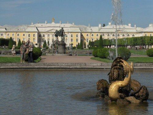 в саду Петергофа