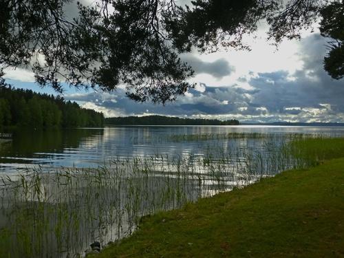 Озеро с тучами
