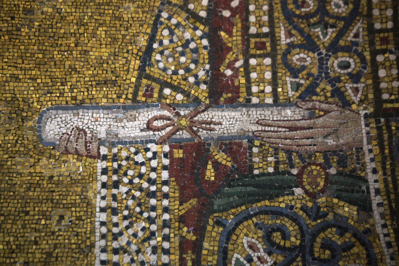 Пресвятая Богородица с Младенцем, император Иоанн II Комнин и Святая императрица Ирина-Пирошка, впоследствии схимонахиня Ксения. Мозаика Собора Святой Софии в Константинополе. 1118 год. Фрагмент.