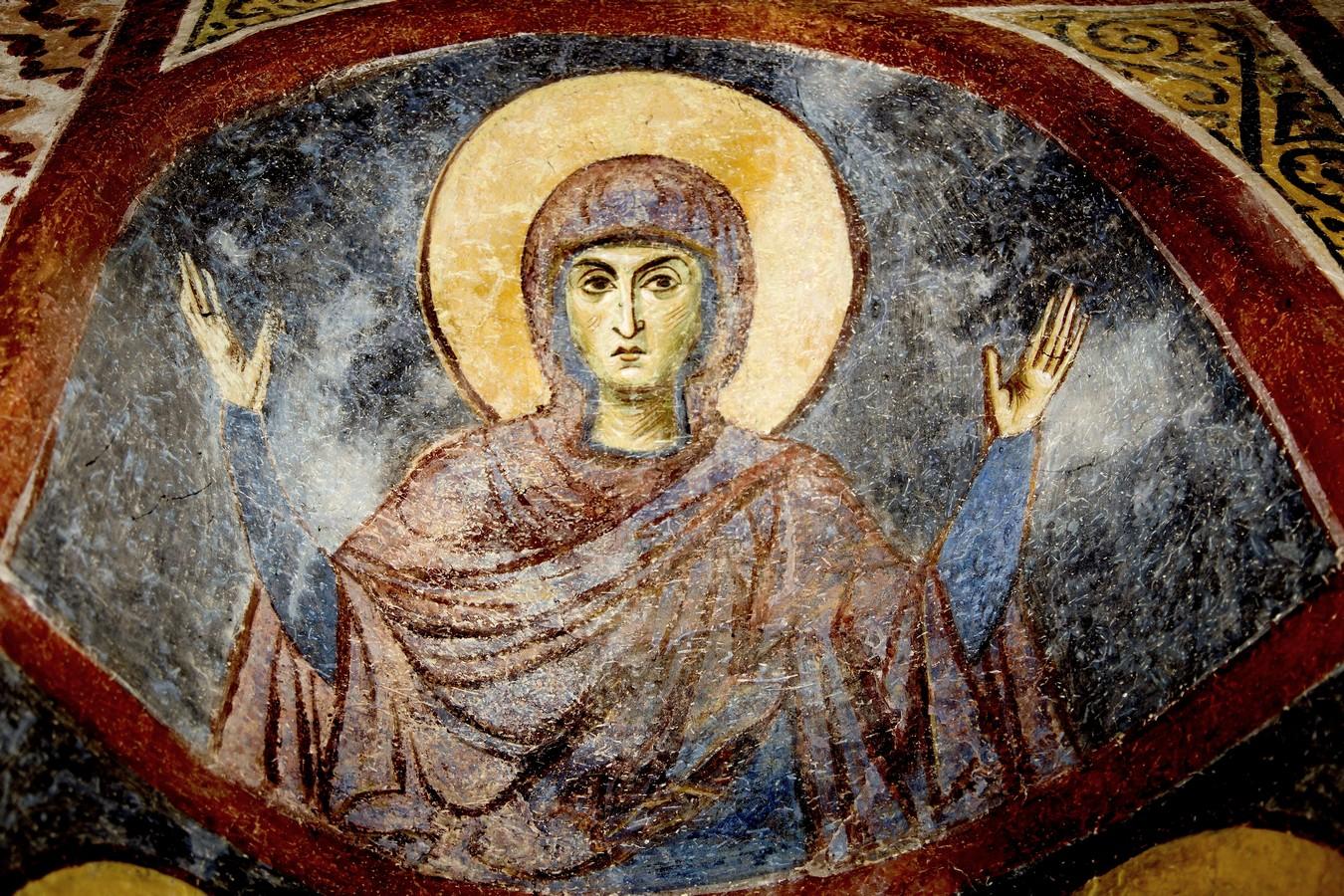 """Образ Божией Матери """"Оранта"""" (""""Платитера""""). Фреска монастыря Святого Пантелеимона в Нерези близ Скопье, Македония. 1164 год."""