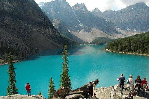 Озеро Морейн в Скалистых горах Канады