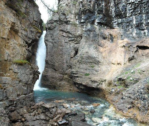 Скалистые горы Канады. Водопад.