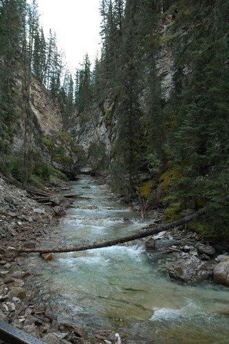 Каньон Джонстон в Скалистых горах Канады