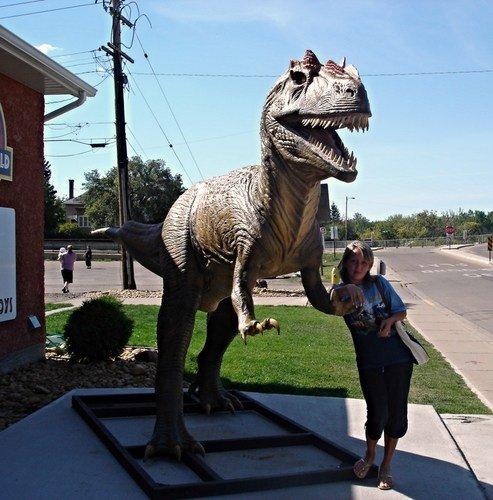 У музея динозавров в канадской провинции Альберта