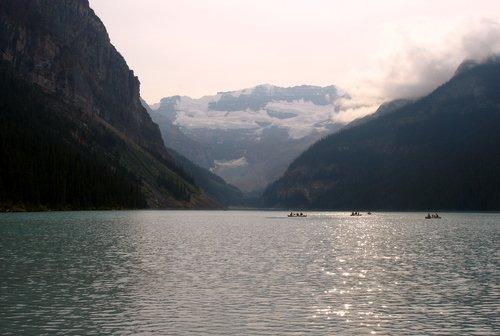 На озере Лэйк-Луис в Скалистых горах.