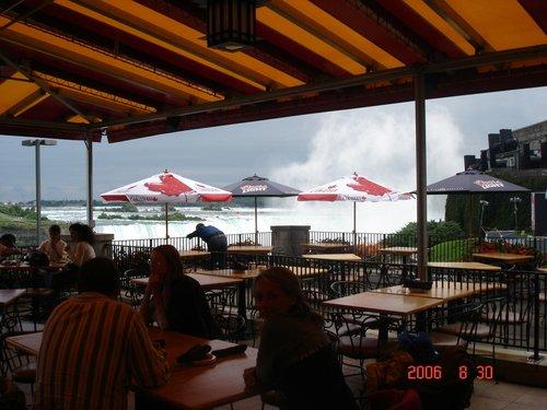 Вечно мокрое кафе на берегу реки Ниагары