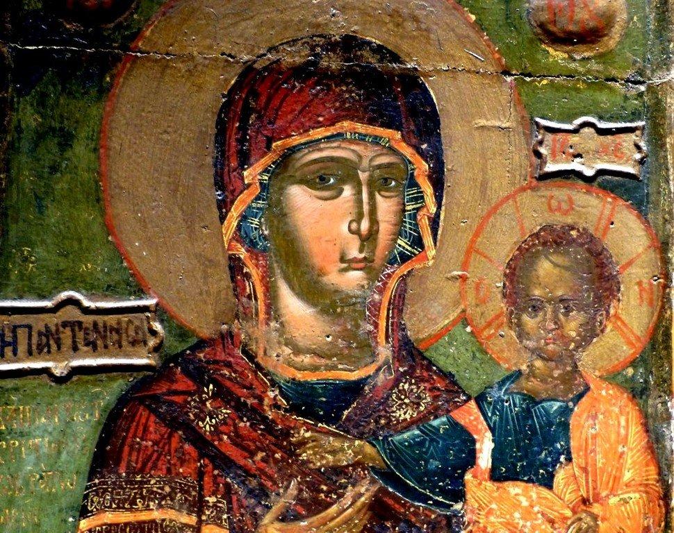 """Богоматерь Одигитрия (на фоне эпитет """"Пантанасса"""" - """"Всецарица""""). Икона в Византийском музее в Афинах. Фрагмент."""