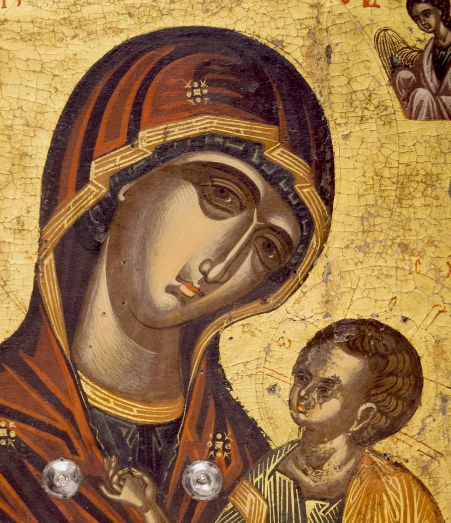 """Икона Божией Матери """"Одигитрия"""" (с эпитетом """"Парамифия"""" на фоне). Византийский музей в Кастории, Греция. Фрагмент."""