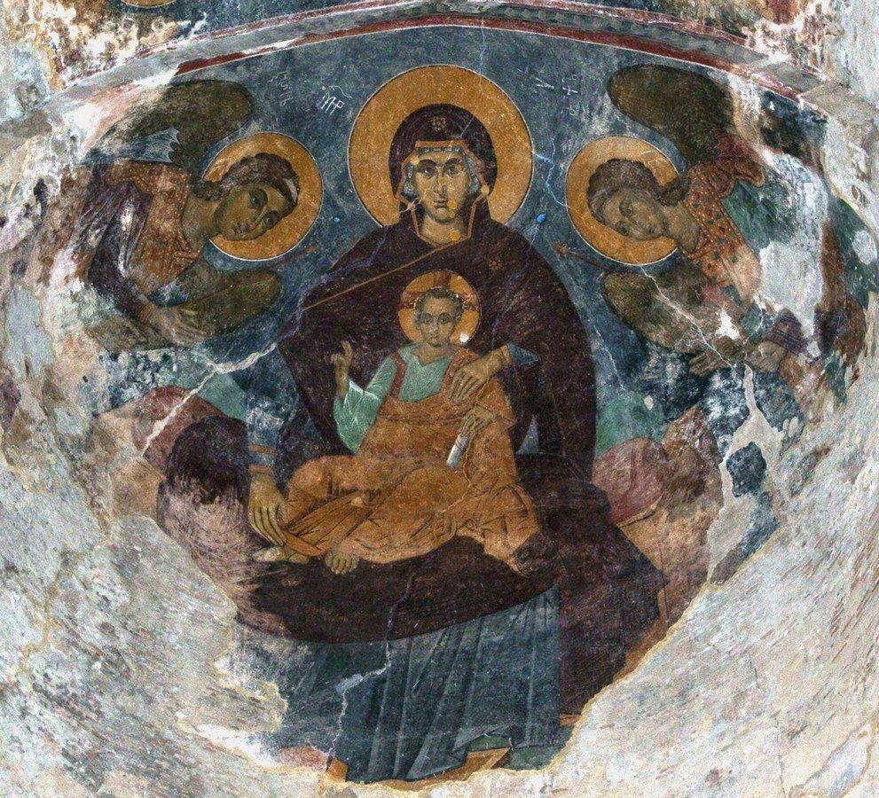 Пресвятая Богородица с Младенцем и предстоящими Архангелами. Фреска монастыря Алаверди, Грузия. XV век.
