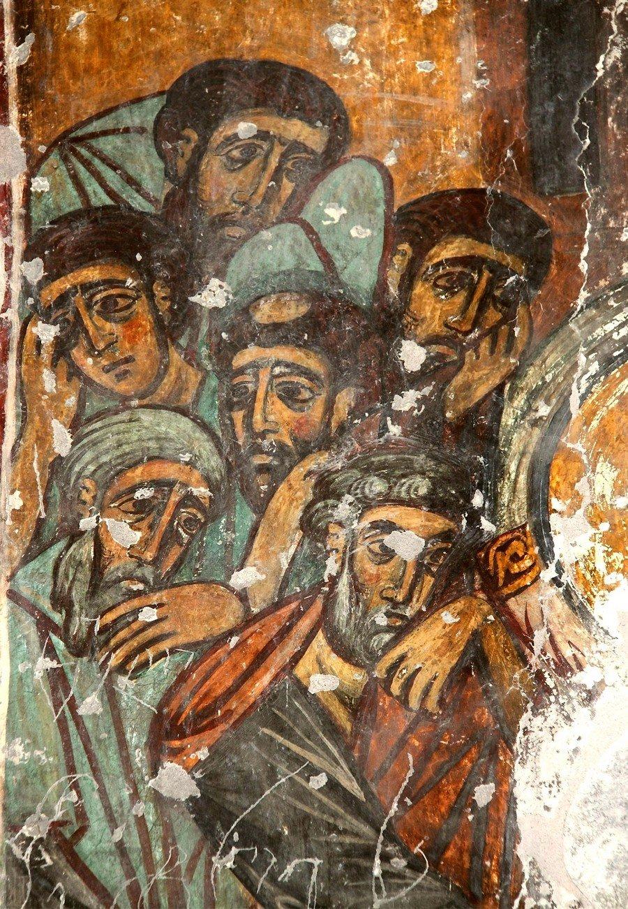 """Фрески монастыря Святого Георгия в Чуле (монастыря Чулеви), Грузия. 1381 год. Иконописец Арсен. Скорбящие Апостолы из композиции """"Успение Пресвятой Богородицы""""."""