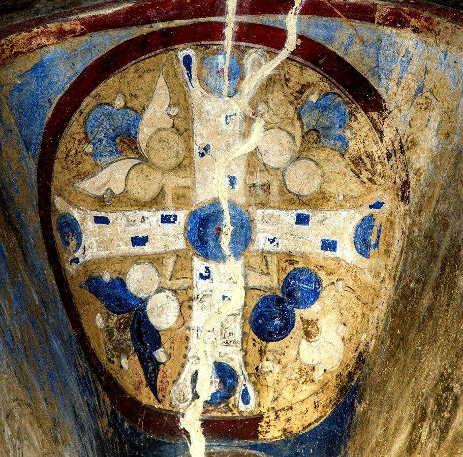 Святой Крест. Фреска церкви Святого Николая в монастыре Кинцвиси, Грузия. Начало XIII века.
