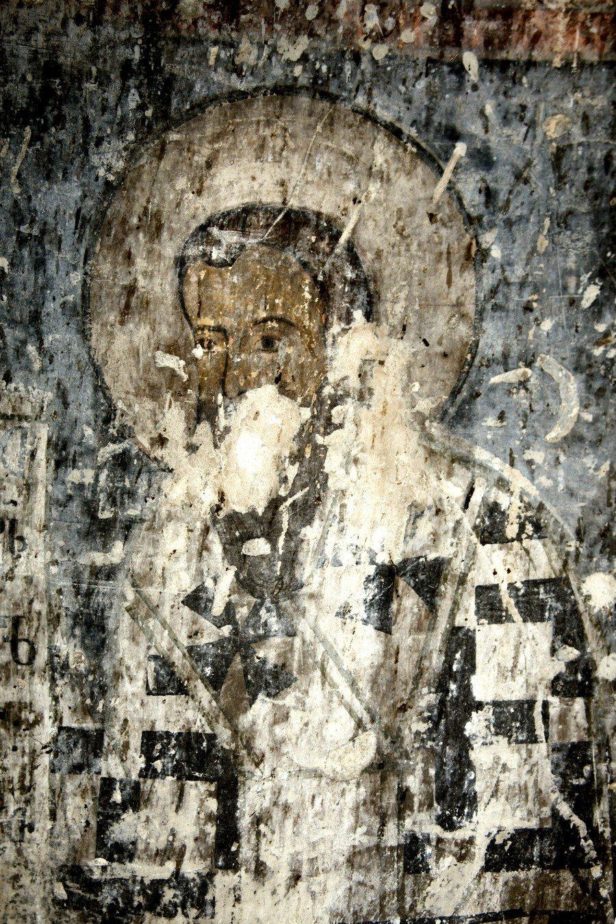 Святитель. Фреска храма Архангела Михаила в монастыре Икорта, Южная Осетия. Конец XII - начало XIII века.