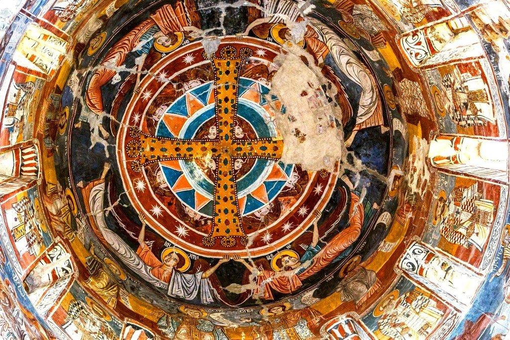 Вознесение Святого Креста. Фреска собора Святого Николая в Никорцминда, Грузия. XVI - XVII вв.