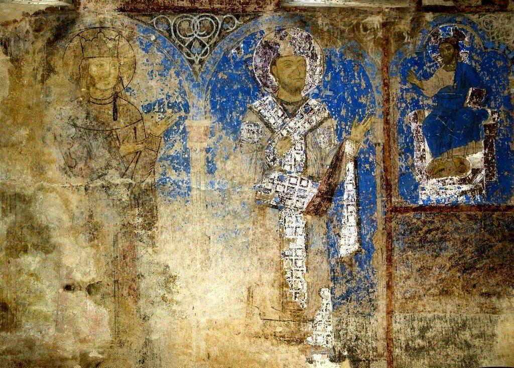 Спаситель благословляет Святую Благоверную Царицу Тамару и её отца, царя Георгия III. Фреска церкви Святого Николая в монастыре Кинцвиси, Грузия. Начало XIII века.