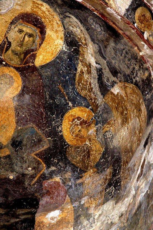 Пресвятая Богородица с Младенцем и предстоящими Архангелами. Фреска монастыря Мартвили, Грузия. XIV век. Фрагмент.