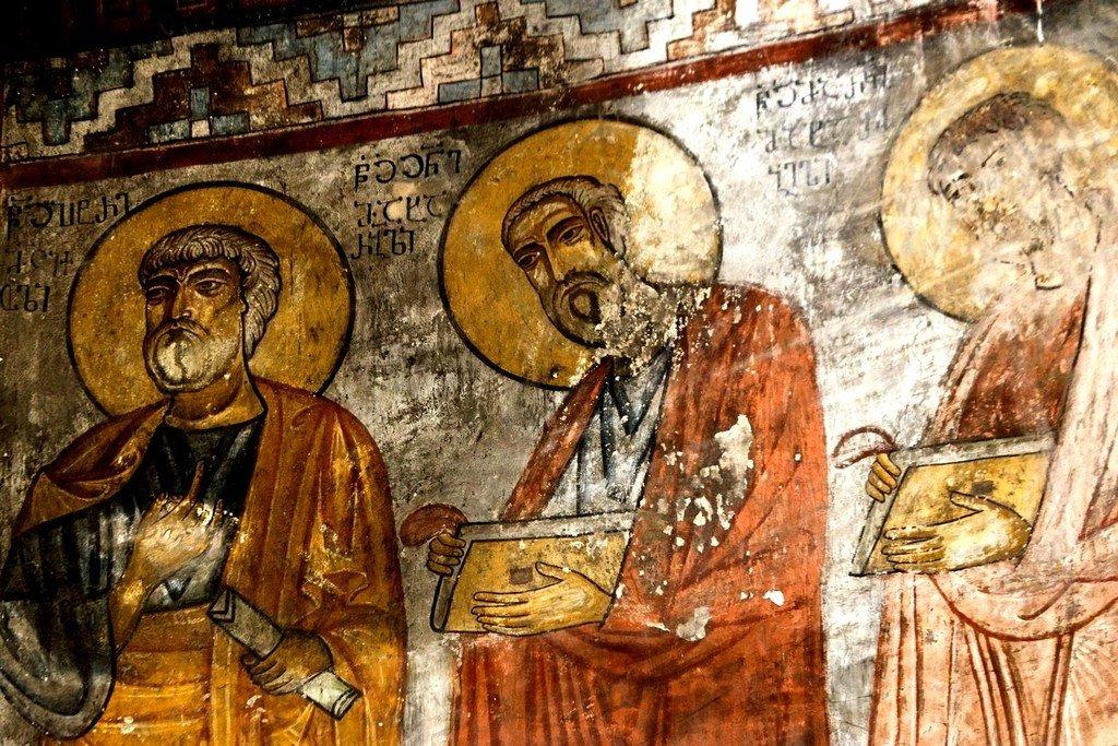 Святые Апостолы. Фреска церкви Спасителя в Мацхвариши, Сванетия, Грузия. 1142 год. Иконописец Микаэл Маглакелидзе. Фрагмент.
