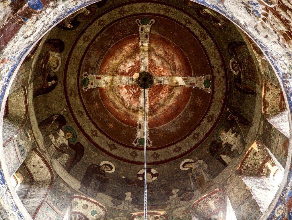 Вознесение Святого Креста. Фреска купола храма Успения Пресвятой Богородицы в монастыре Тимотесубани, Грузия. 1205 - 1215 годы.