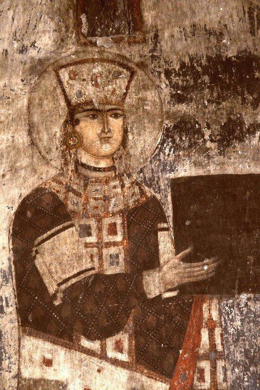 Святая Благоверная Царица Тамара Великая и её отец, царь Георгий III, предстоящие Пресвятой Богородице. Фреска пещерного монастыря Вардзиа (Вардзия), Грузия. До 1185 года. Фрагмент.