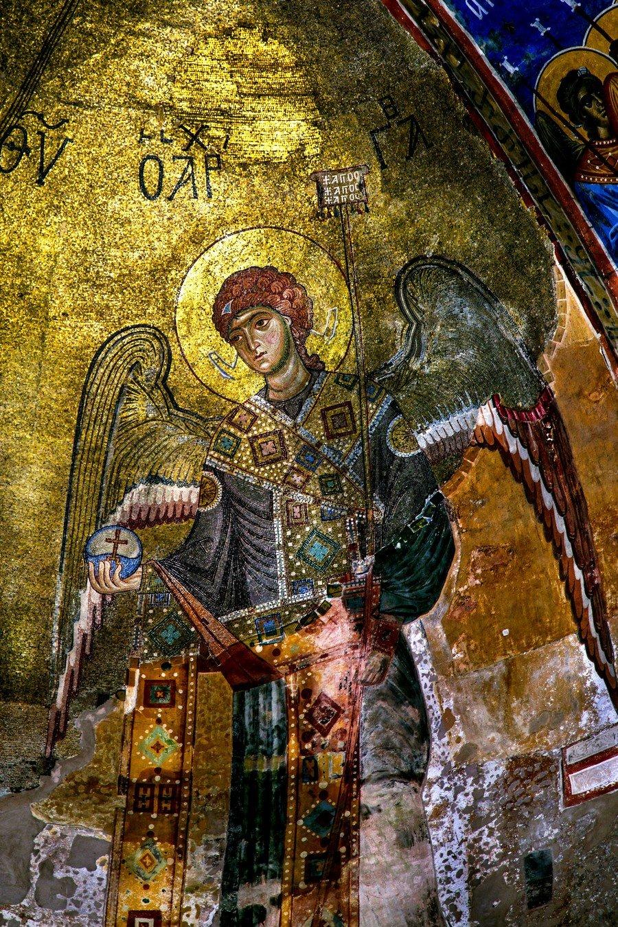 Богоматерь Никопея с предстоящими Архангелами Михаилом и Гавриилом. Мозаика собора Рождества Пресвятой Богородицы в монастыре Гелати, Грузия. Около 1130 года. Фрагмент. Архангел Гавриил.