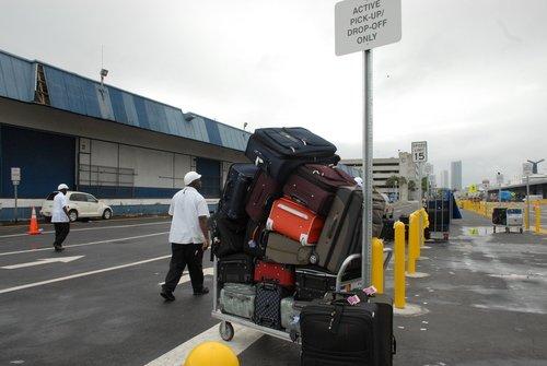 Грузчики в порту Майами за работой...