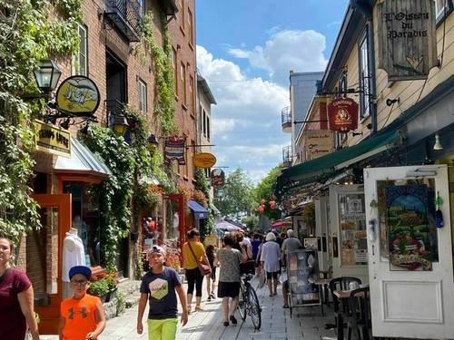 На улочках Квебека