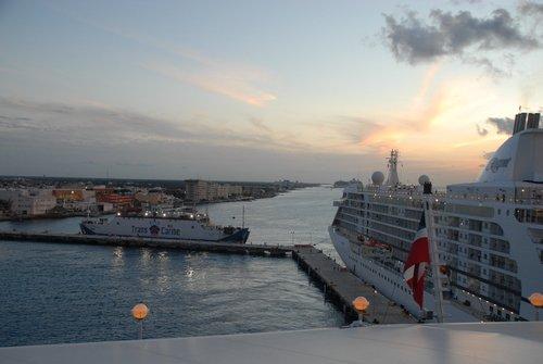 Карибское море. Корабли на закате зимнего дня.