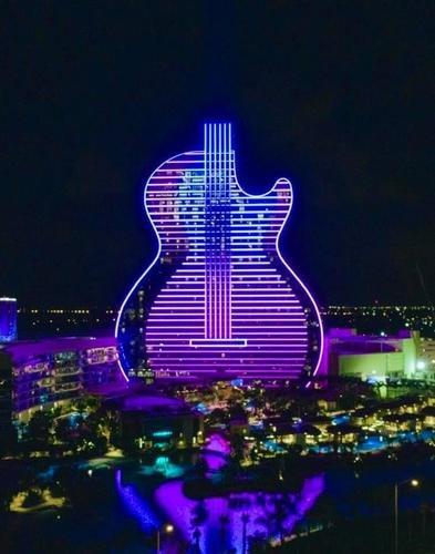 """Флоридский отель """"Гитара"""""""