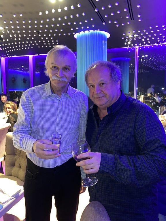"""В компании с Астраханом на 50-м этаже небоскрёба """"Высоцкий"""""""