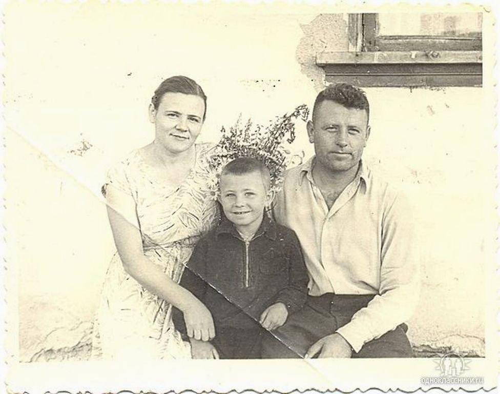 Папа, мама, я. г. Топки. 3-й участок.1963г. Воспоминание о маме, в её день рождения, 2-го марта