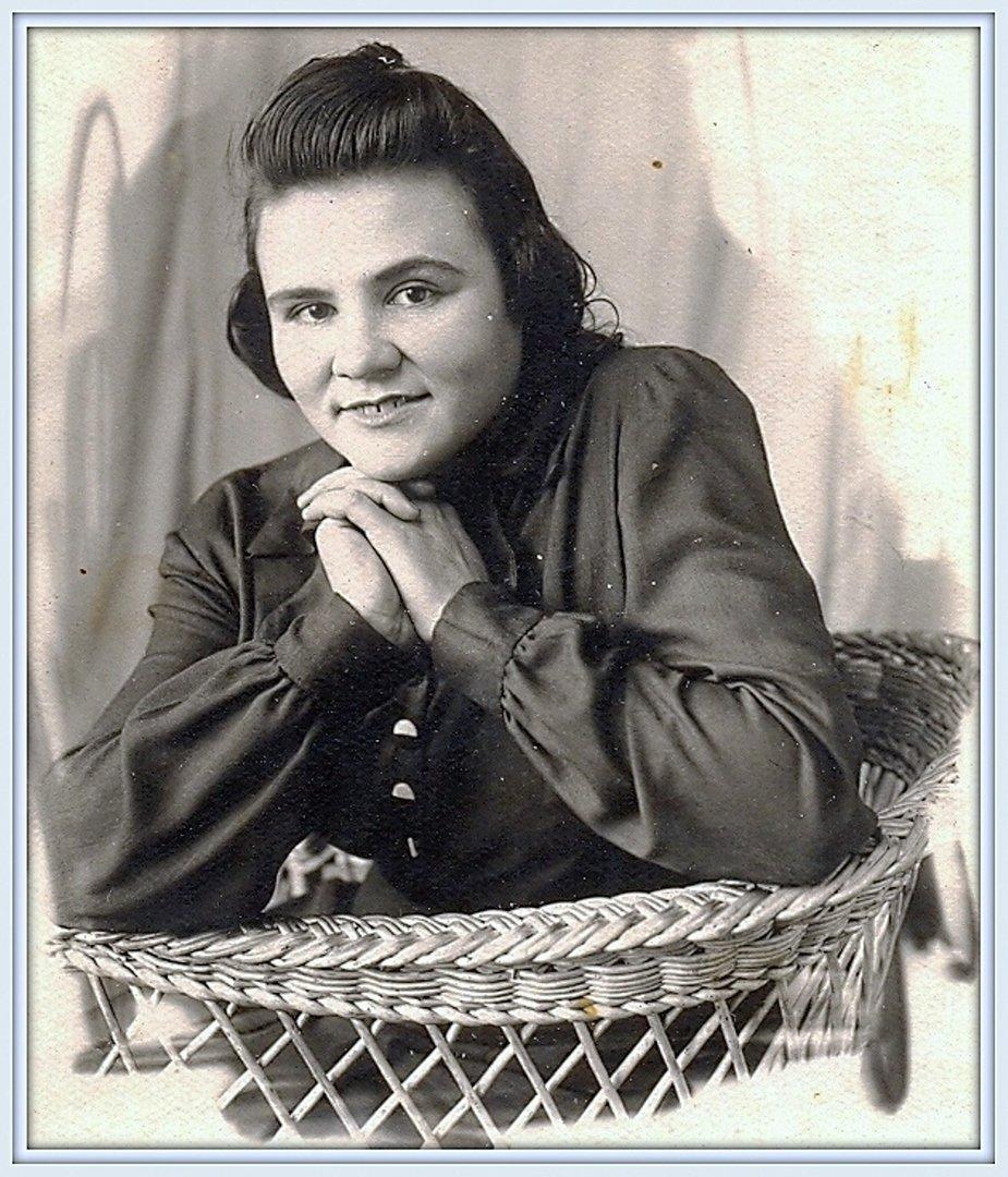 Воспоминание о маме, в её день рождения, 2-го марта... Около 1950 г. (2).