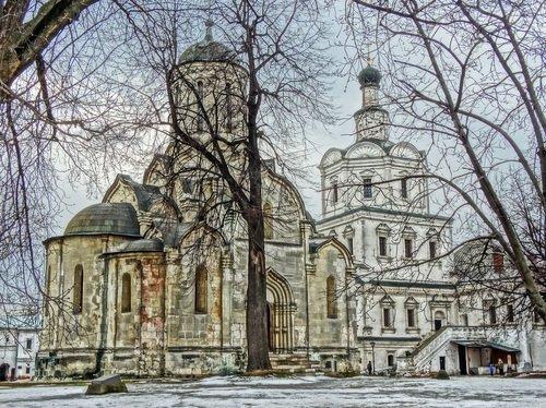 Спасский собор и церковь Михаила Архангела.