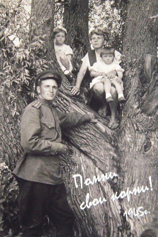 Автор плаката Анна Шупикова (ЮРГИ). Руководитель Е. М. Курманаевская.